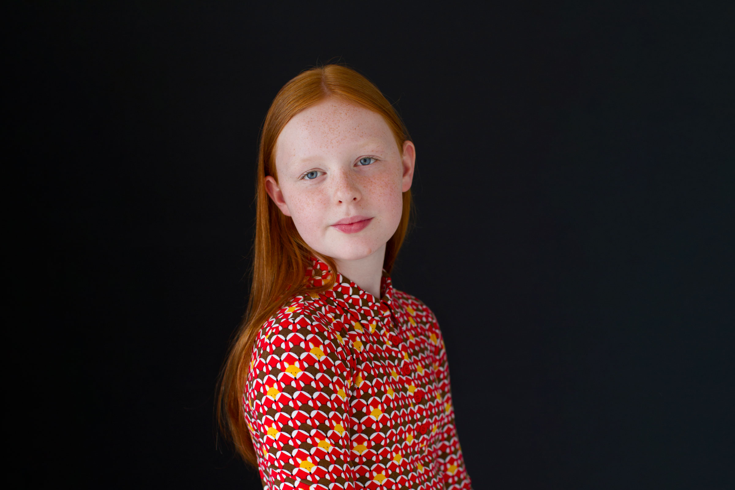Contemporary-portrait-girl-with-red-hair